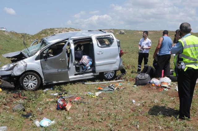 Sivas Hafik'teki kazada yaralanan küçük kız yavru kedisini bırakmadı