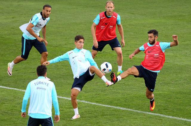 A Milli Futbol Takımı'nın Çek Cumhuriyeti maçındaki muhtemel 11'i