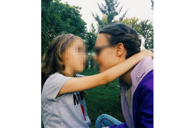 Eskişehir'de genç kadın, ablasını bıçaklayan adama adliye önünde saldırdı