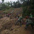 Endonezya'daki toprak kaymasında ölü sayısı artıyor