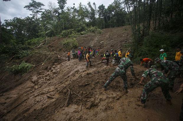 Endonezya'daki toprak kaymasında ölü sayısı 46'ya yükseldi