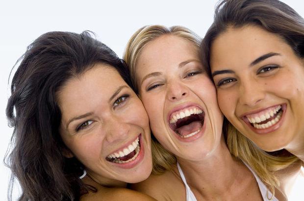 Gülerken dişetini gizlemenin yolları