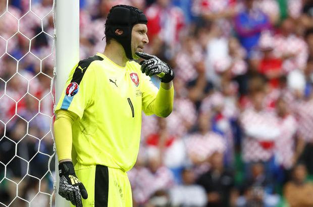 Çek Cumhuriyeti'nin tecrübeli kalecisi Petr Cech, Türkiye maçı öncesi konuştu