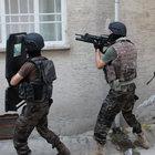 Elazığ'da Özel Harekat polisi Tek yumrukla kapıyı açtı