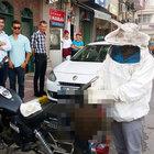 Sinop'ta motosiklet kaskına yuva yavan arılar büyük panik yaşattı