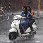Hindistan'daki muson yağmurları ve fırtına 100 can aldı