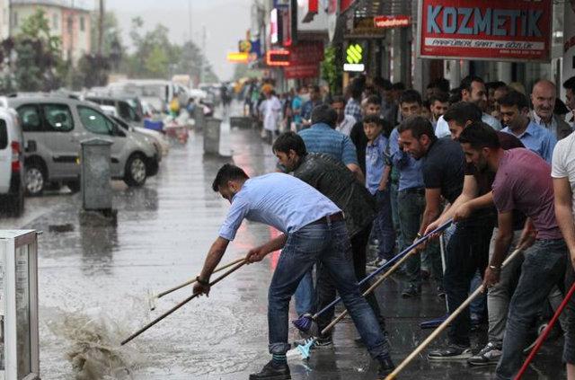 Hakkari'de etkili olan yağışlar hayatı olumsuz etkiledi