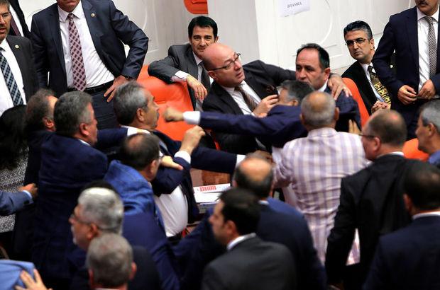 Meclis'te vekiller arasında yumruklaşma!