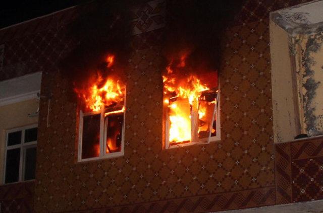 Şanlıurfa'da bir grup hasımlarının evini ateşe verdi