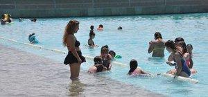 Eskişehir'de yapay plaj sezonu açtı