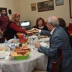 Kılıçdaroğlu, bir apartman görevlisinin evinde iftar yaptı
