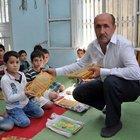Camideki vantilatör kavgası Suriyeli çocuklara kitap oldu
