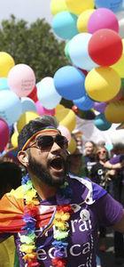 Dünyanın dört bir yanında karnaval havasında Onur Yürüyüşü