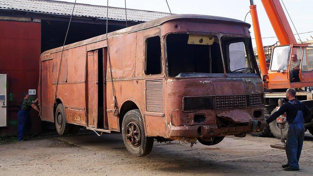Ev sahibi kirayı yükseltince otobüse taşındılar