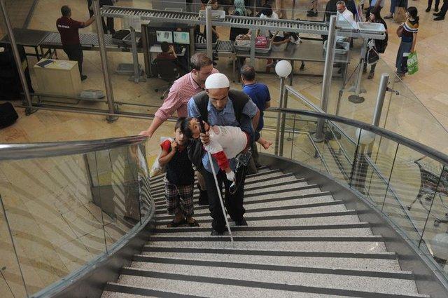 Görme engelli Şehmus Çalp hasta çocukları için Diyarbakır'dan İstanbul'a gidiyor