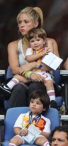 Shakira sevgilisi Pique'yi seyretti