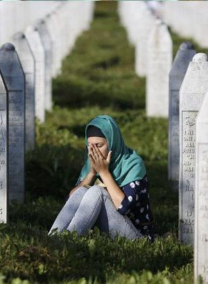 Srebrenitsa soykırımı için karar tasarısı Sırbistan Meclisi'nde
