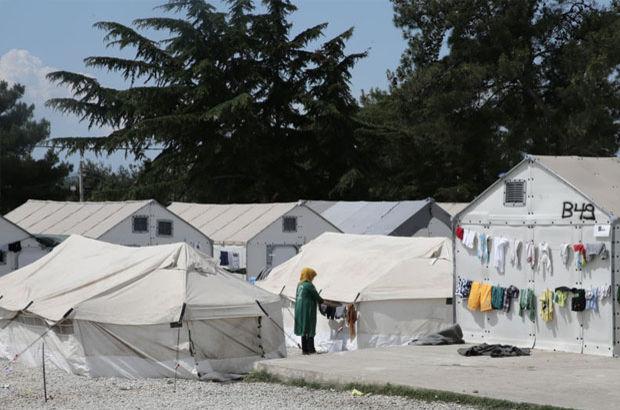'Mülteci statüsü için Hıristiyan oluyorlar'
