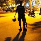 Bangladeş'te saldırganlar restoran bastı