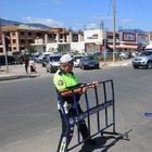 Akçay'a araç girişini önlemek için polis barikat kurdu