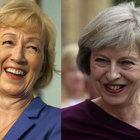 İngiltere'nin iki kadın başbakan adayı arasında 'annelik' tartışması