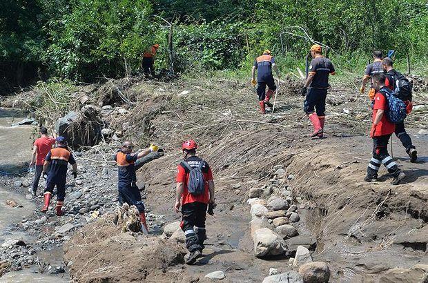 Sel ve heyelanda kaybolan 2 kişiyi aranıyor