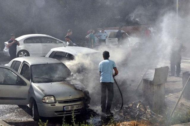 Tokat'ta park halindeki 3 otomobil yandı