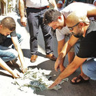 Aydın'da müzisyenler sokak ortasında 5 bin doları yaktı