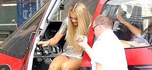 Rita Ora mini elbisesinin kurbanı oldu