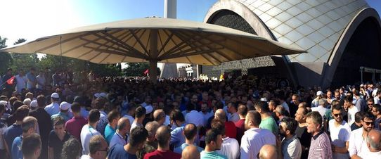 İki çocuk babası Sertbaş'ın cenaze törenine Başbakan Binali Yıldırım'ın oğlu Erkan Yıldırım ile çok sayıda vatandaş katıldı.