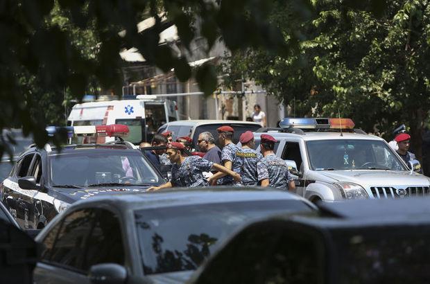 Ermenistan'da karakolu basan silahlı grupla görüşmeler devam ediyor