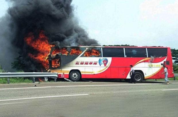 Tayvan'da turistlerin de bulunduğu otobüs yandı