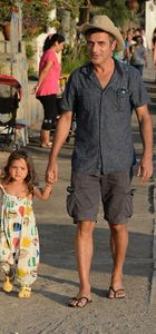 Teoman kızı Zeyno ile tatilde