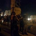 Taksim'de darbe girişimindeki askerlerin dehşeti kamerada