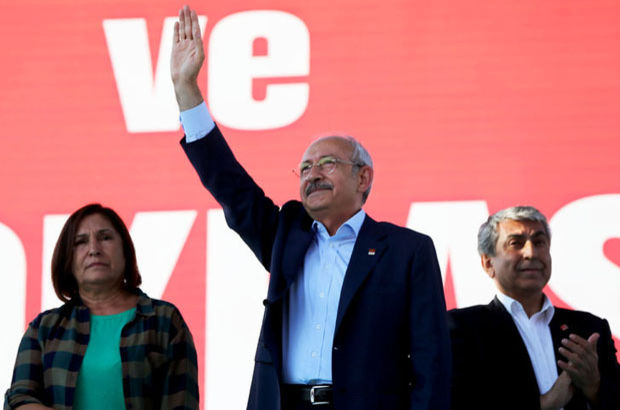 CHP Lideri Taksim Meydanı'ndaki Demokrasi Mitinginde