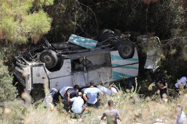 Mersin'de minibüs 'kanlı viraj'ı alamadı: 17 yaralı