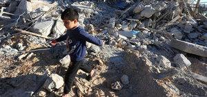 İsrail, 'ruhsatsız' diye Filistinlilere ait 11 binayı yıktı
