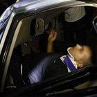 Mersin'de kaza yapan otomobilin içinde mahsur kaldılar