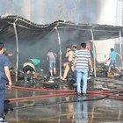 Kocaeli'nde Spotçular Çarşısı'nın deposunda yangın çıktı