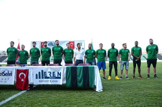 Denizlispor, 12 futbolcu ve yeni sportif direktör Ali Tandoğan ile statta sözleşme imzaladı