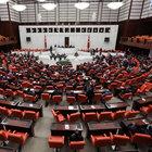 Meclis'te uzlaşma arayışına kaldığı yerden devam