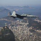 Brezilya'da eğitim uçuşunda iki savaş uçağı havada çarpıştı