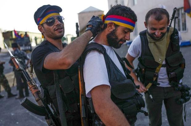 Ermenistan'da karakolu işgal eden gruptan iki kişi teslim oldu