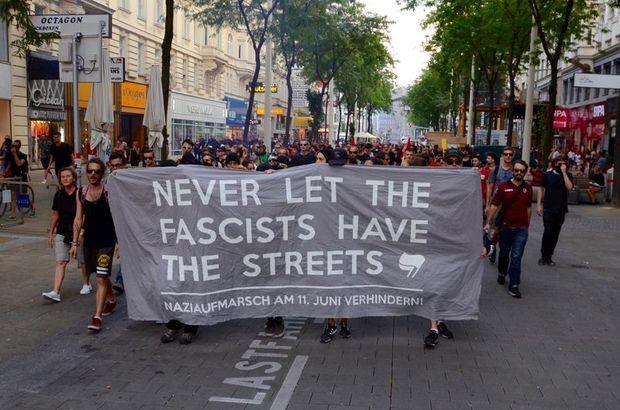 Avusturya'da sığınmacı yanlıları aşırı sağcıların yürümesine izin vermedi