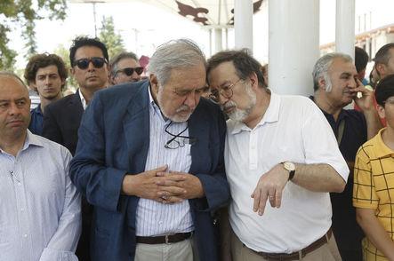 """""""Şeyhü'l-Müverrihin (Tarihçilerin Şeyhi)"""" olarak anılan ve 100 yaşında vefat eden tarihçi yazar Prof. Dr. Halil İnalcık için Fatih Camisi'nde cenaze namazı kılındı. Törene Prof. Dr. İlber Ortaylı (solda) ve Gazete Habertürk yazarı Tarihçi Murat Bardakçı da (sağda) katıldı."""