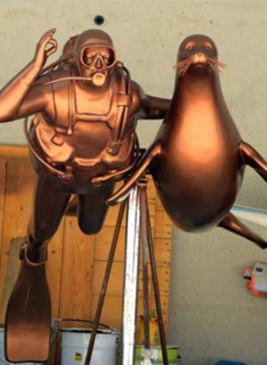 Koç'un anısına sualtı heykeli