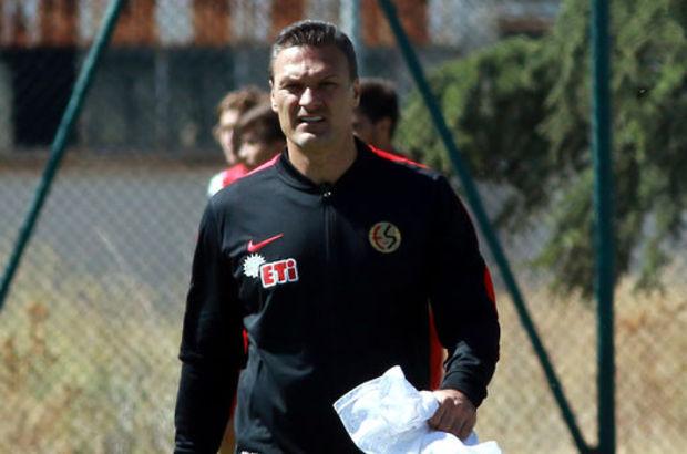 Alpay Özalan'dan transfer sinyali