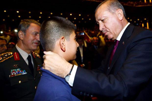 Erdoğan kahraman şehidin oğluyla...