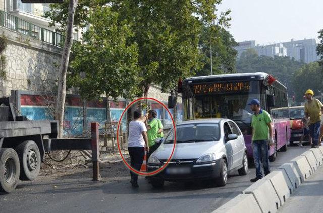 Beyoğlu'nda bir sürücü işçilere silah çekti