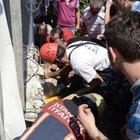 Kadıköy'de üzerine beton parçası düşen bekçi yaralandı